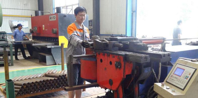 4管材成型采用SB-89-NC型高速自动弯管机